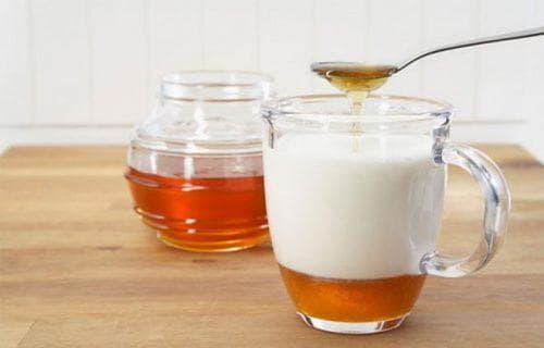 смесь на основе молока и меда